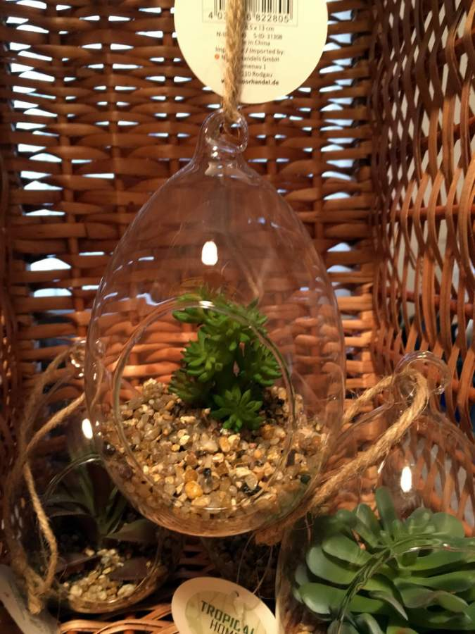 h nge glasvase mit kunstpflanze zum aufh ngen glaskugel in tropfenform kenai. Black Bedroom Furniture Sets. Home Design Ideas